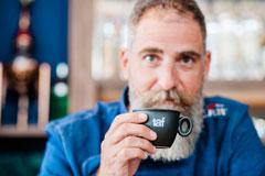 Νέα είσοδος στη Γλυφάδα: στο «Μr.Fox» για εκλεκτό καφέ Taf, δια χειρός Πάνου Κανατσούλη